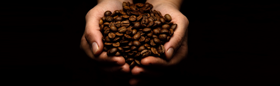 hands_holding_coffee