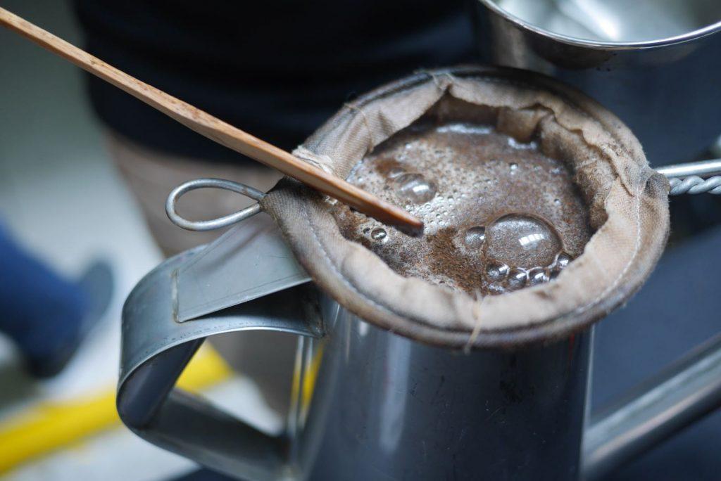 kopi in kopi pot and coffee sock